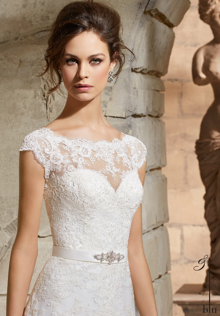 Tips for LDS Brides shopping for a dress that goes with the